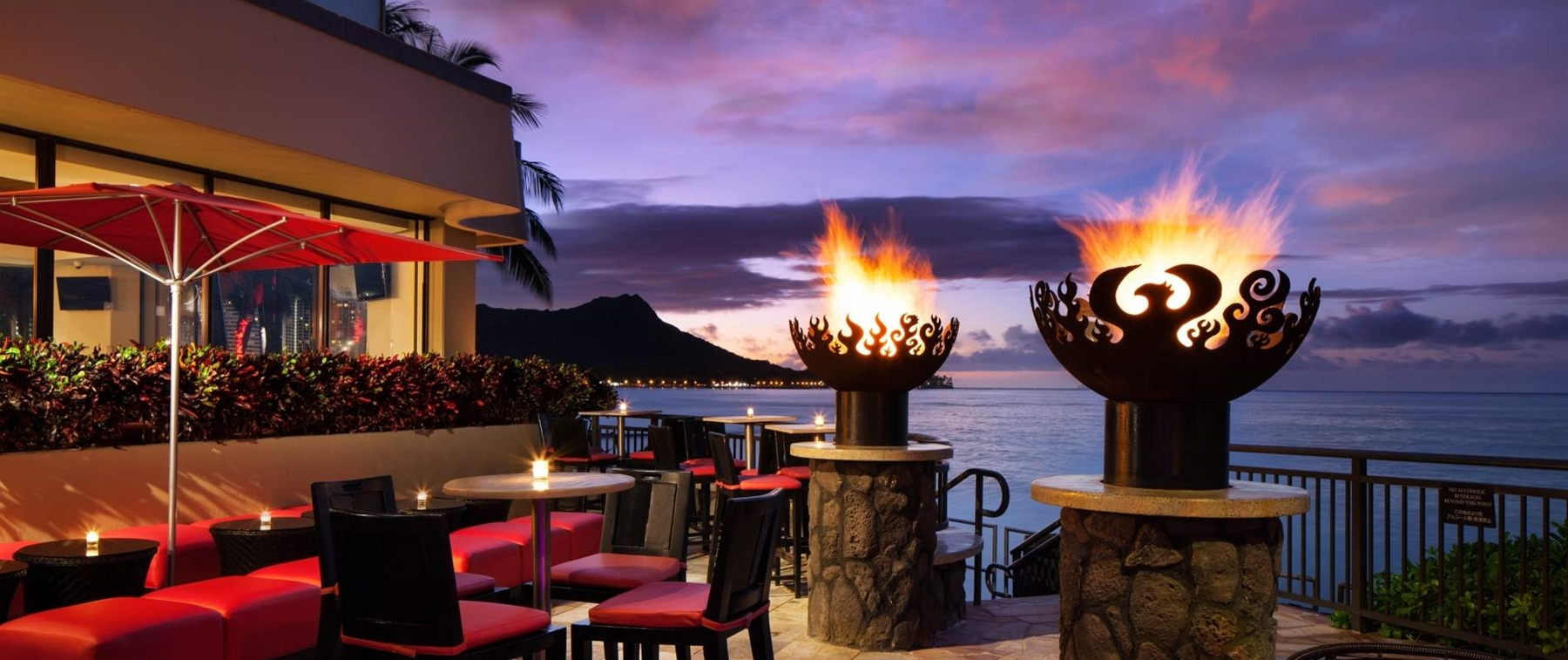 Outside seating with fire pillars